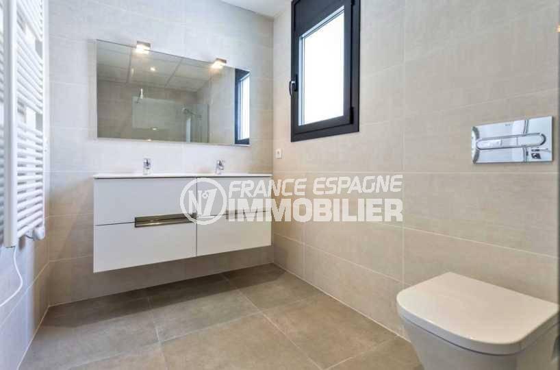maison a vendre empuriabrava avec amarre, ref.3825, troisième salle de bains avec toilettes