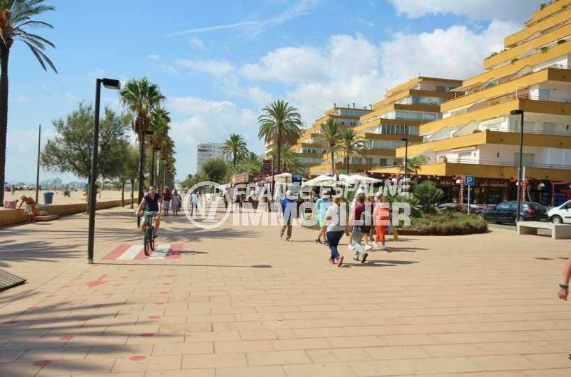 immo center rosas: appartement ref.3842, plage et commerces à 20 m
