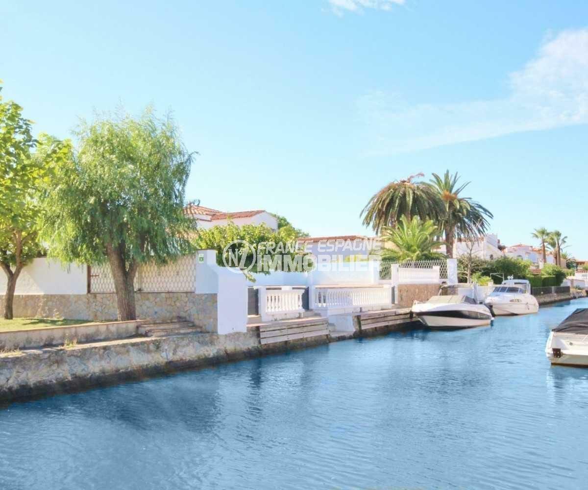 vente maison costa brava, ref.3830, espace public sur un des nombreux canaux aux alentours