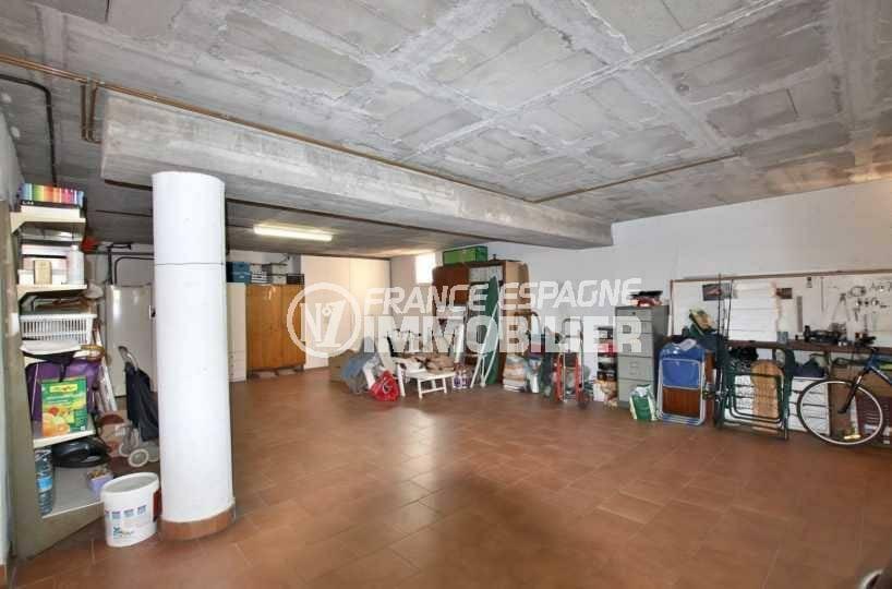 achat roses espagne: villa ref.3840, aperçu du garage en sous-sol de 100 m²