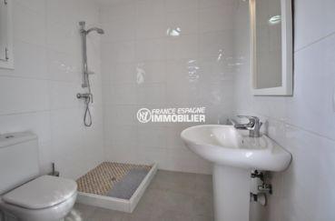 vente villa costa brava, ref.3847, salle d'eau: douche et toilettes au sous-sol