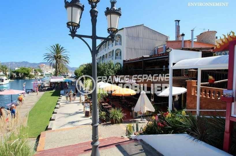 vente maison costa brava, ref.3831, restaurant et animation sur les canaux aux environs