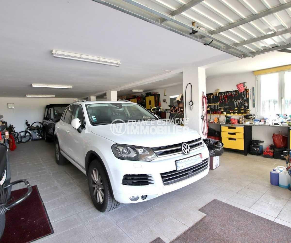 acheter sur la costa brava: villa ref.3847, vue sur le garage avec atelier