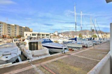 agence immobilière rosas vend appartement proche plage, 2 chambres, vue marina, ref.3855