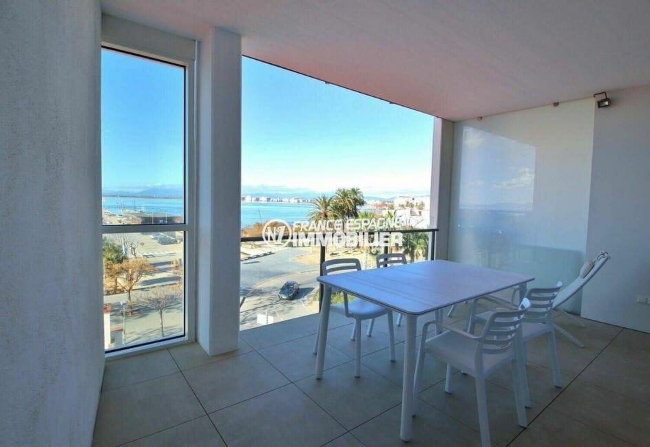 roses espagne: appartement proche plage, terrasse vue mer coin détente aménagé