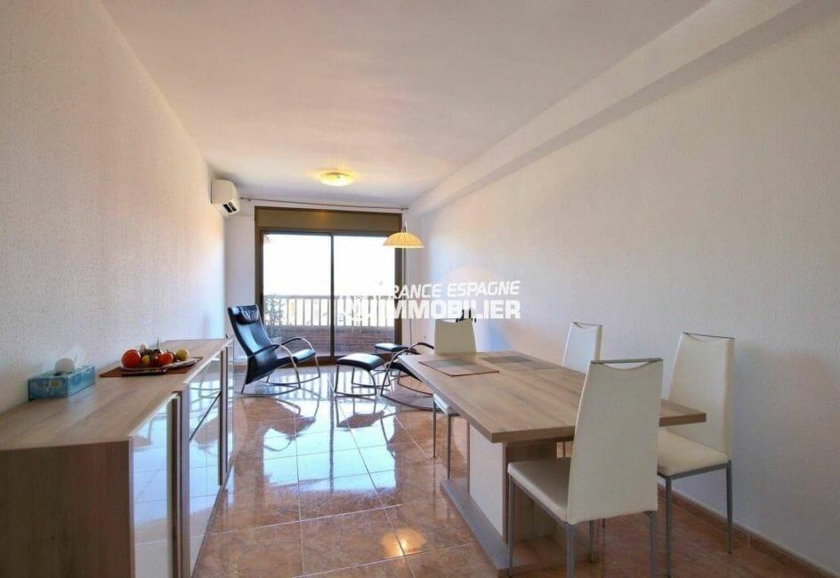 agence immobiliere rosas: appartement ref.3861, salon / séjour avec accès à la terrasse