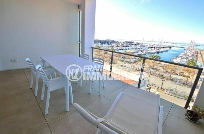appartement a vendre rosas, vue mer et port de plaisance, parking privé, plage et commerces à 100 m