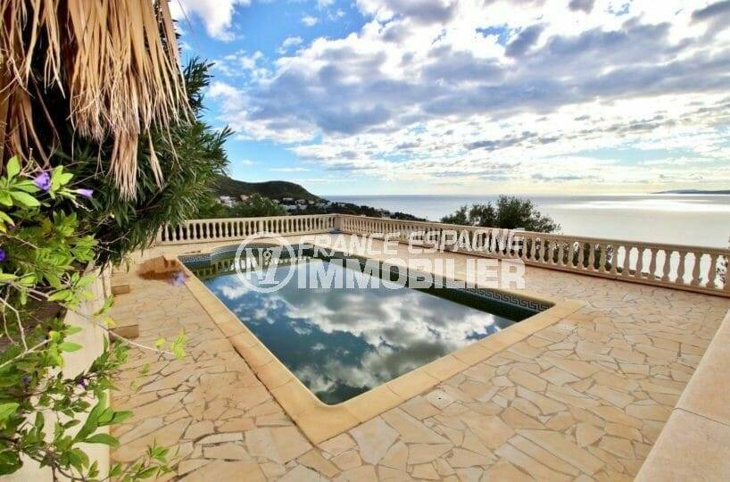 roses espagne: villa 285 m², aperçu de la piscine de 12 m x 5 m avec vue sur la mer