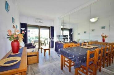 immobilier empuriabrava: séjour / salle à manger lumineux de l'appartement ref.3857