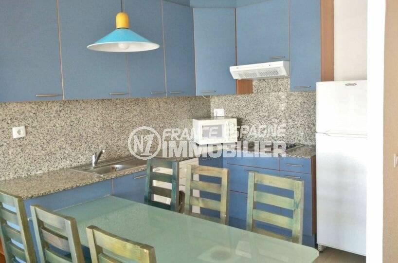 cuisine aménagée et équipée avec coin repas, appartement ref.3860