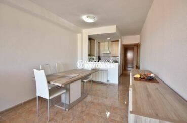 appartement a vendre rosas, ref.3861, salon /séjour avec cuisine semi ouverte