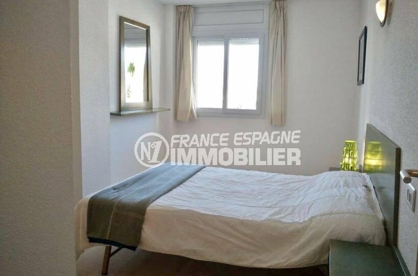 appartement ref.3860, première chambre avec un lit double