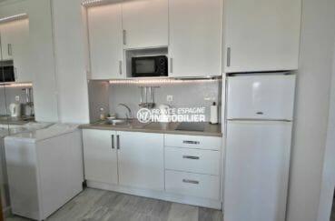 agence immo empuriabrava: coin cuisine équipée de l'appartement ref.3857