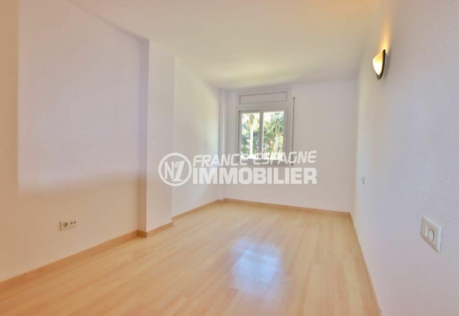 appartement à vendre roses espagne, 67 m² résidence avec piscine, 1° chambre lumineuse