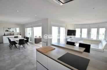 maison a vendre espagne, avec piscine, salon / salle à manger avec cuisine ouverte