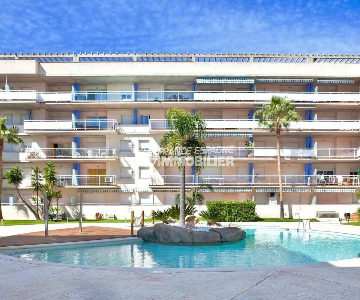 appartement ref.3860, aperçu de la façade l'immeuble et de la piscine