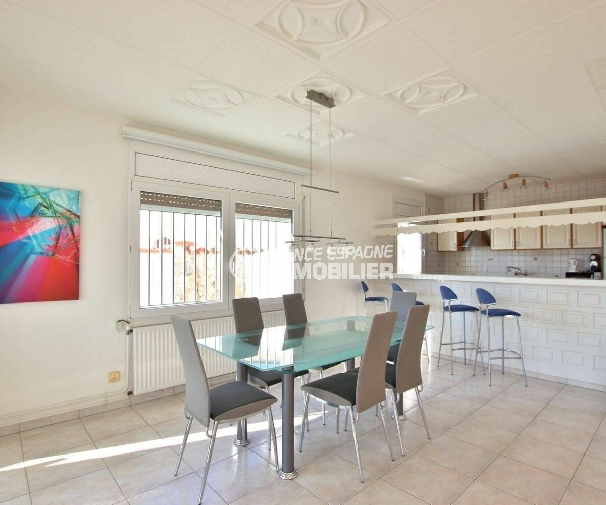 agence immobilière empuriabrava: villa 223 m² construit, salle à manger et cuisine américaine | ref.3854