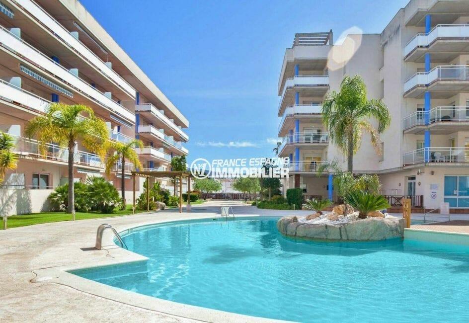 immo roses: appartement 67 m², belle vue sur la piscine communautaire