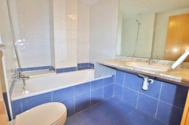 vente appartement rosas espagne, 67 m² résidence avec piscine, salle de bain, baignoir, wc