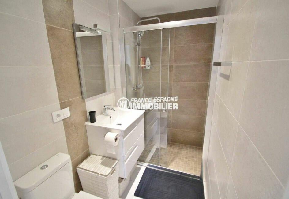 achat appartement rosas, plage 200 m, salle d'eau avec douche, vasque et wc