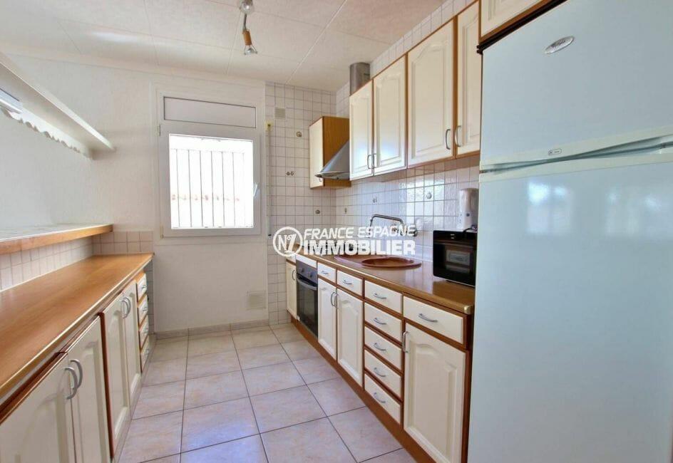maison a vendre empuriabrava, ref.3854, cuisine américaine équipée et nombreux placards