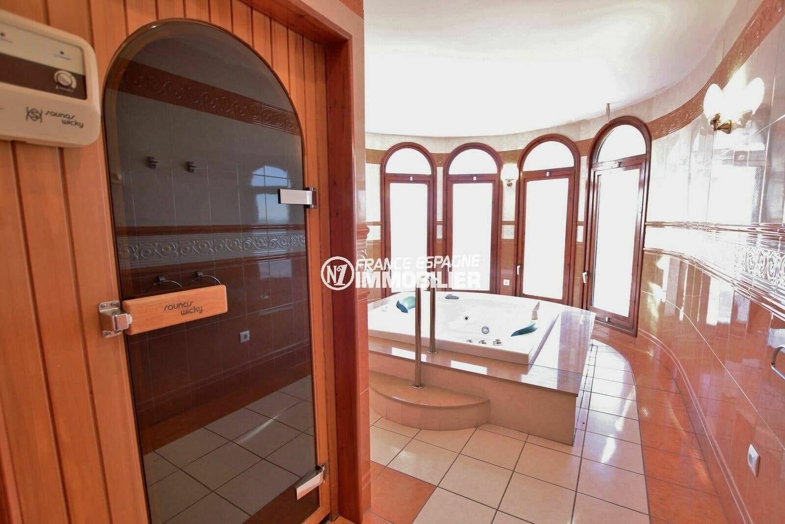 acheter maison costa brava, terrain de 847 m², espace détente avec jacuzzi et sauna