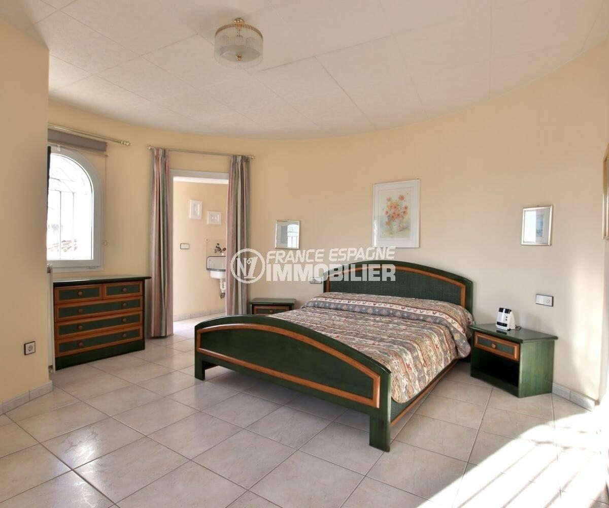maison a vendre empuria brava, ref.3854, lit double dans la suite parentale à l'étage