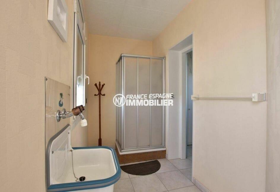immo espagne costa brava: salle d'eau de la suite parentale | villa ref.3854