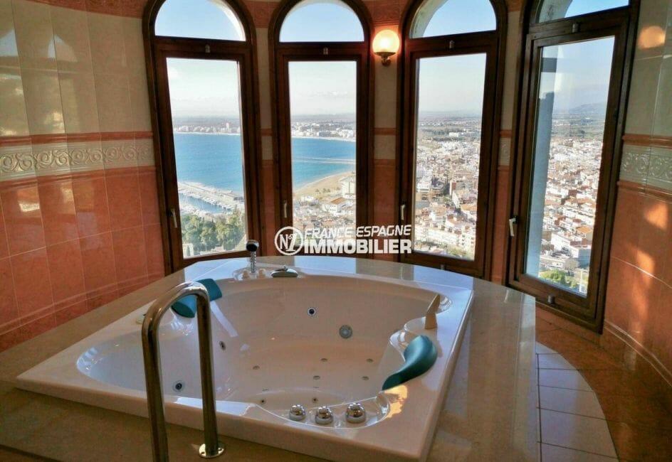 achat maison costa brava, terrain de 847 m², aperçu du jacuzzi avec vue sur la mer