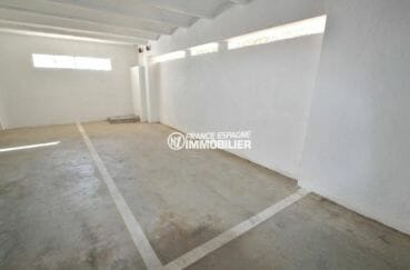 vente appartements rosas espagne, 31 m², vue sur la place de parking privé en sous-sol
