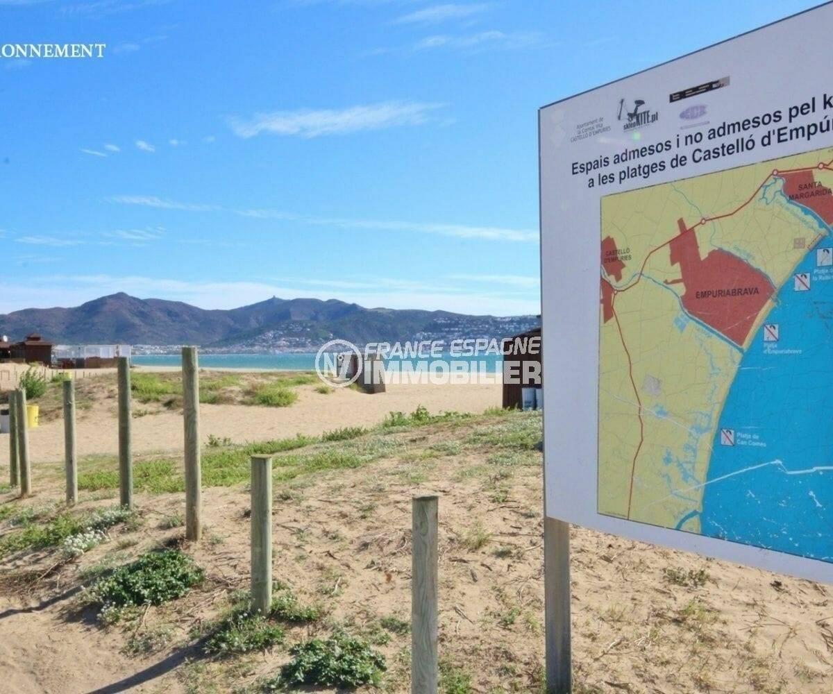 les abords de la plage d'empuriabrava