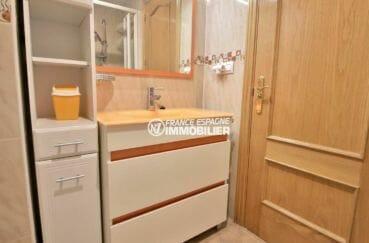 agence immobiliere roses: ref.3861, salle d'eau avec meuble vasque et rangements
