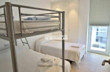 appartement rosas vente, ascenseur, deuxième chambre avec lits superposés et un lit simple