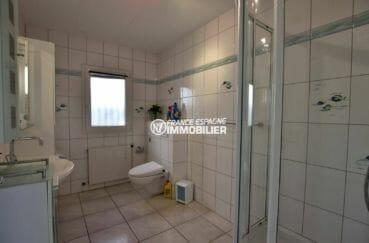 agence immobilière costa brava: seconde salle d'eau avec toilettes de la villa ref.3854