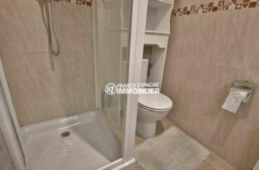 agence immobilière roses: appartement ref.3861, salle d'eau avec cabine de douche et wc