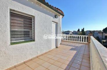 vente maison empuriabrava, avec terrasse à l'étage vue canal et piscine | ref.3854