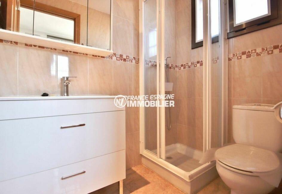 immobilier roses espagne: ref.3861, à l'étage salle d'eau avec douche, vasque et wc