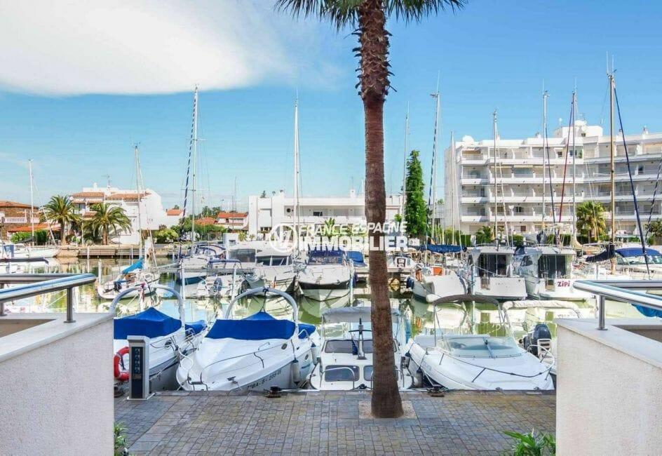 appartement roses, 67 m², vue sur les embarcadères en face de de l'immeuble