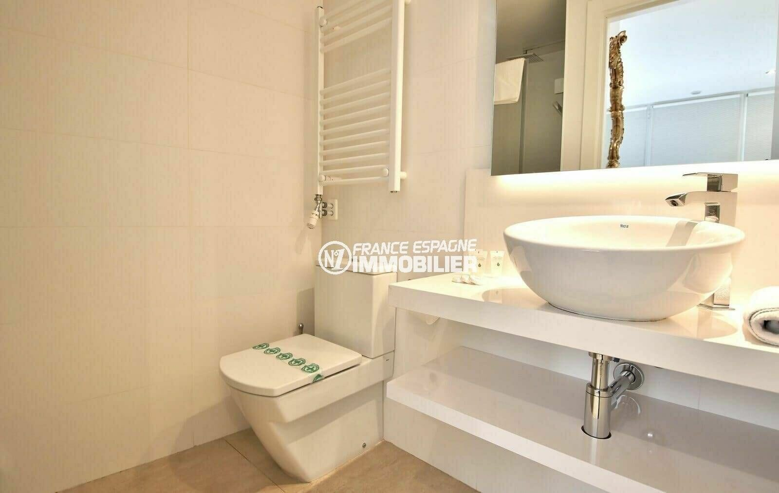 appartement à vendre à rosas, parking privé, salle d'eau de la deuxième chambre