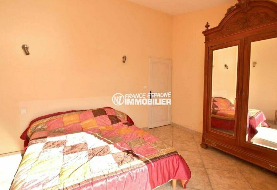 agence immobiliere costa brava espagne: villa 285 m², troisième chambre avec rangements