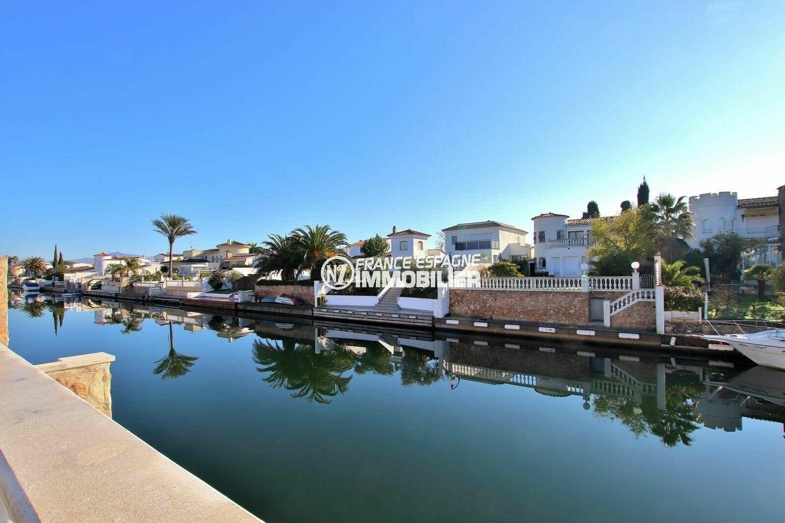 empuriabrava immobilier: splendide vue sur le canal depuis la terrasse de la villa ref.3854
