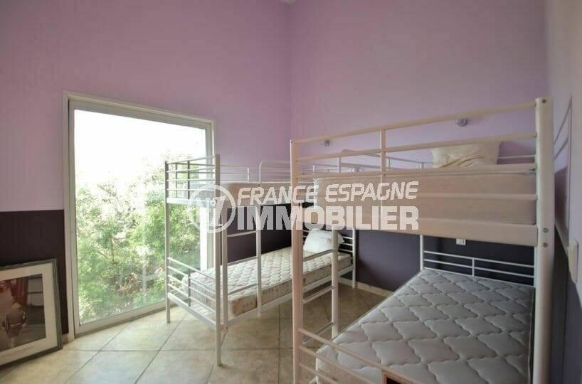 immo center rosas: villa 285 m², cinquième chambre avec deux lits superposés: 4 couchages