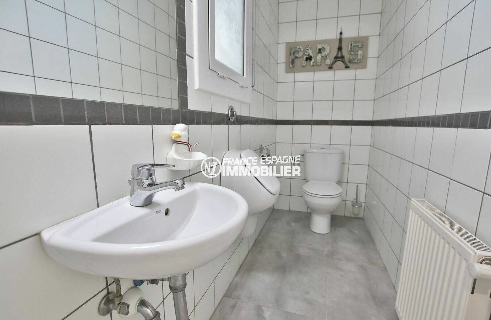achat villa rosas espagne, piscine et garage, wc indépendant avec lavabo
