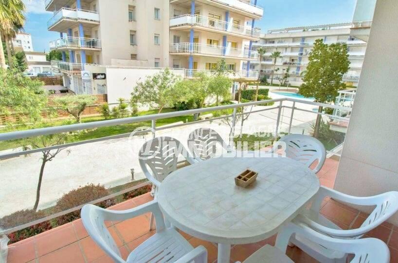 agence immo rosas: appartement ref.3859, résidence avec piscine, proche plage et commerces