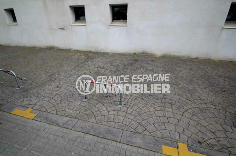 roses immobilier: place de parking extérieure ref.2881, proche commerces à santa margarida