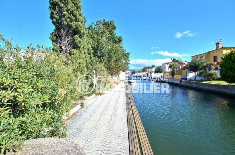 agence immo empuriabrava: villa avec amarre 25 m sur grand canal
