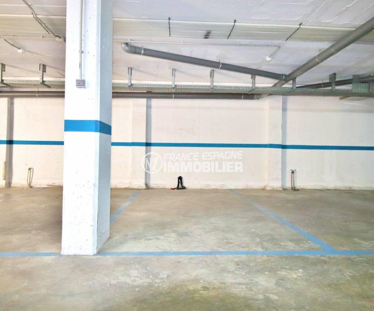 place de parking à vendre proche commerces et plage | agence immobiliere roses, ref.3876