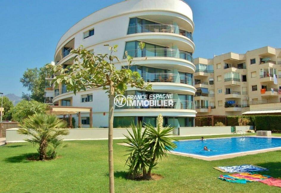 appartement a vendre rosas avec piscine, première ligne plage, 2 chambres