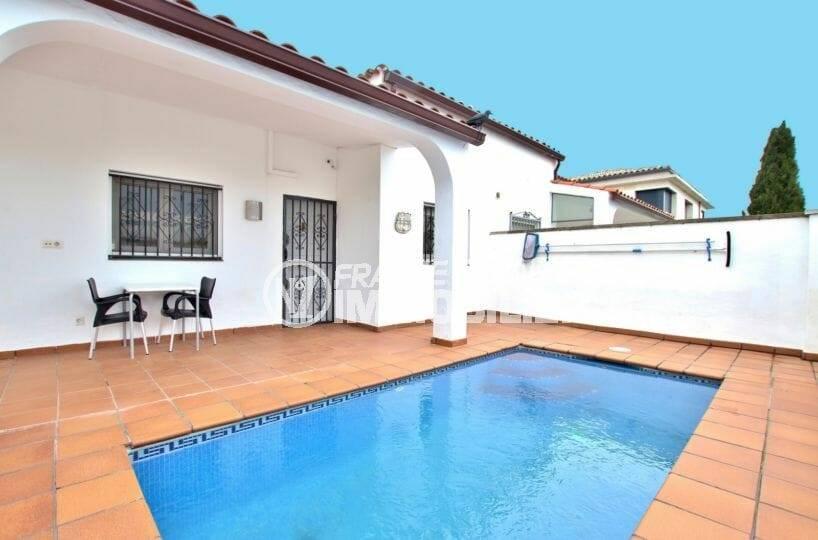 immobilier empuria brava: belle villa dans secteur résidentiel, parcelle de 386 m²