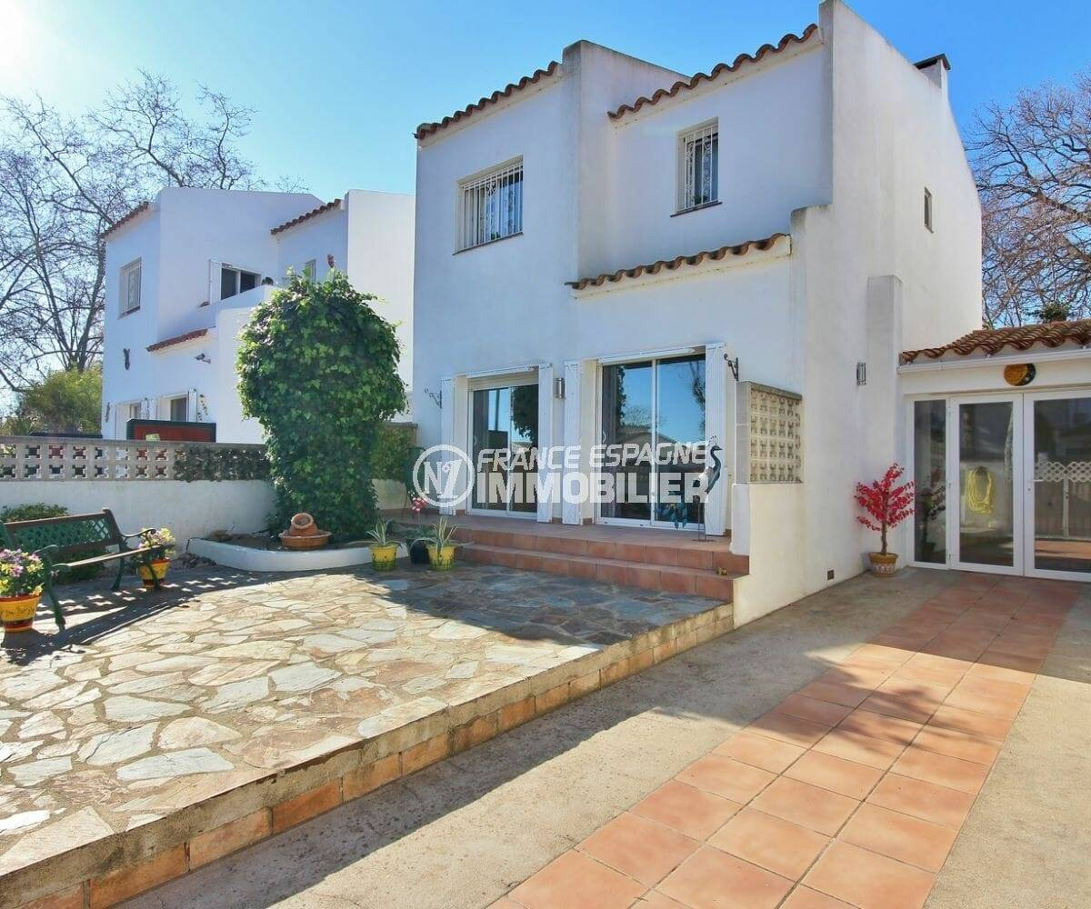 a vendre empuriabrava: villa 137 m² construit + terrain dans secteur prisé